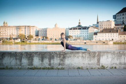 Yoga-Fotografie Linz Kulisse