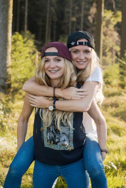 Fotoshooting Zwillingsschwestern
