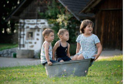 Kinder in Wanne