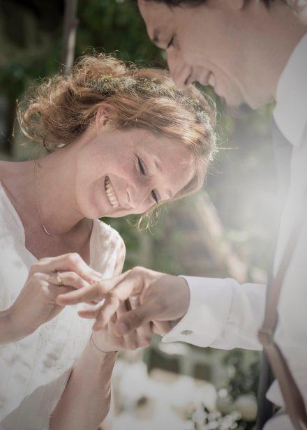 Fotografie Hochzeit Ringe anstecken