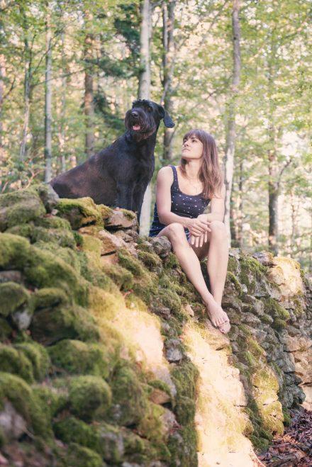 Spaziergang im Wald Hundefotografie