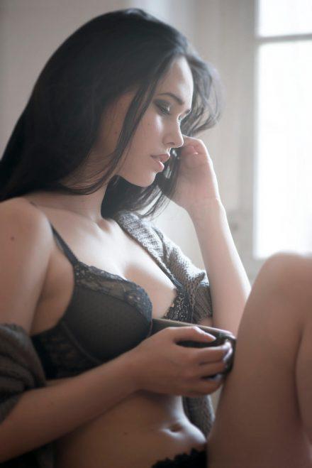Foto Frau am Fenster Wintertage