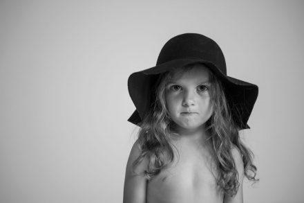 Mädchen mit Hut